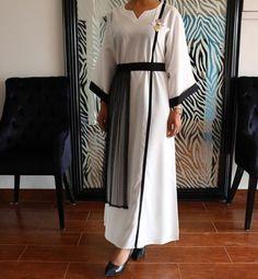 Arab Fashion, Fashion Line, Muslim Fashion, White Fashion, Modest Fashion, Fashion Dresses, Elegant Dresses For Women, Pretty Dresses, White Abaya