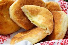Recept: Švábovníky | Nebíčko v papuľke1 kg polohrubej múky 1 kocka droždia 0,5 l mlieka 2 ČL soli 3 PL kryštálového cukru 2 dcl oleja   1kg zemiakov (varené) 250 g bryndze Eastern European Recipes, Home Baking, Easy Snacks, Hot Dog Buns, Finger Foods, Snack Recipes, Good Food, Brunch, Food And Drink