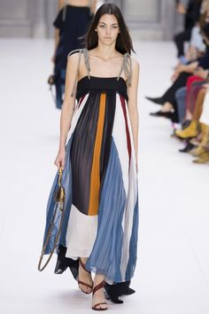Chloé Spring 2017 Ready-to-Wear Fashion Show - Vittoria Ceretti (Elite)