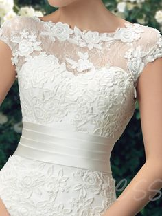 Different Styles Of Wedding Dresses. There are several designs of bridal gown, practically as many styles of wedding dresses as there are shapes of women. Bateau Wedding Dress, Wedding Dress Train, Lace Mermaid Wedding Dress, Mermaid Dresses, Dream Wedding Dresses, Designer Wedding Dresses, Bridal Dresses, Lace Dress, Ball Dresses