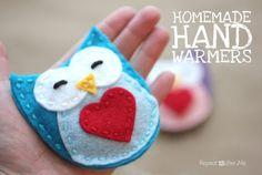 Homemade Hand Warmers - Gardez vos mains au chaud avec ces mini bouillottes en feutrine à faire soi-même.