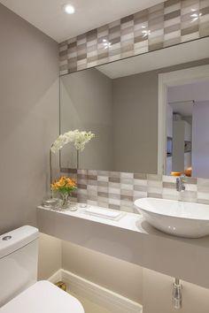 Veja mais de 75 dicas com lindas modelos de banheiros modernos, saiba as melhores tendências da atualidade e faça seu projeto ficar incrível.