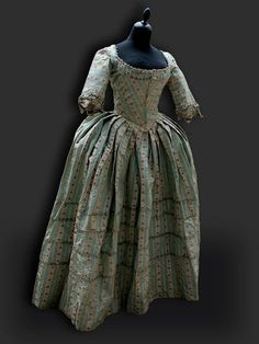 """""""Round"""" gown day dress middle class France circa 1770"""