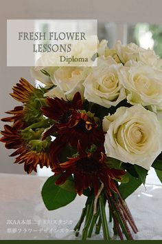 White Roses and Sunflower Wedding clutch Bouquet.JFLA Fresh Flower Diploma Class.JFLAフレッシュフラワー認定資格のローズ&ひまわりクラッチブーケ♡