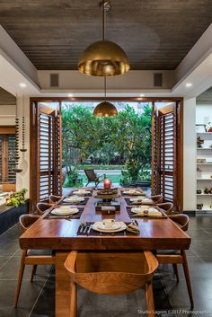34 Trendy Home Garden Design Indian Indian Home Design, Indian Home Interior, Indian Home Decor, Balinese Interior, Indian Interiors, Home Room Design, Dining Room Design, Home Interior Design, Dining Rooms