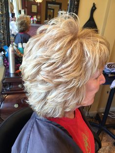 Formal Hairstyles Beautiful blonde on blonde color with highlights. Very layered haircut Hairstyles Beautiful blonde on blonde color with highlights. Very layered haircut Bobs For Thin Hair, Short Hair With Layers, Short Hair Cuts For Women, Feathered Hairstyles, Bob Hairstyles, Modern Hairstyles, Ethiopian Hair, Medium Hair Styles, Curly Hair Styles