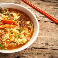 Mie Tek Tek Recipe, Food N, Food And Drink, Indonesian Food, Indonesian Recipes, Mie Goreng, Cheeseburger Chowder, Asian Recipes, Noodles