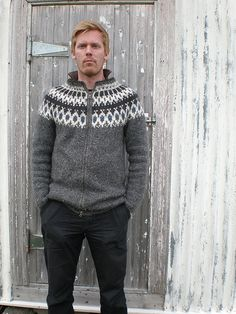 FUGL is one of the most popular icelandic traditional cardigan.