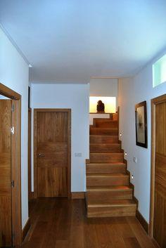 Entrada a vivienda, adecuación de nuevos espacios por NRCR ARQUITECTOS S.L.P.
