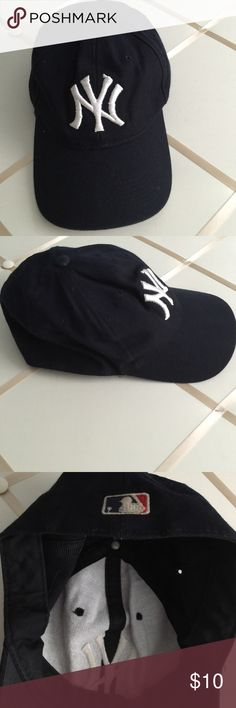 Black Baseball hat Cute hat. Used but in excellent condition. Accessories Hats