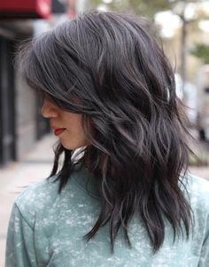 26 Super Ideas for hair cuts tendence short haircuts shoulder length – Hair Styles Medium Length Hair Cuts With Layers, Layered Hair With Bangs, Haircut For Thick Hair, Medium Hair Cuts, Medium Layered Hairstyles, Layered Lob, Long Hair Short Layers, Haircut Layers, Lob Layered Haircut
