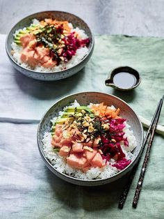 Nadiya Hussain's Black Pepper Poke Salmon Bowl - The Happy Foodie Salmon Recipes, Seafood Recipes, Dinner Recipes, Nadiya Hussain Rezepte, Nadiya Hussain Recipes, Salmon Poke, Time To Eat, Food Trends, Food Inspiration