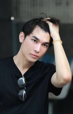 Attractive Male Actors, Hot Asian Men, Asian Guys, Thai Drama, Boyfriend Material, Pretty Boys, Beautiful Creatures, Actors & Actresses, Baekhyun