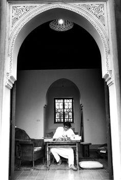 Yves Saint Laurent dans sa maison de Marrakech