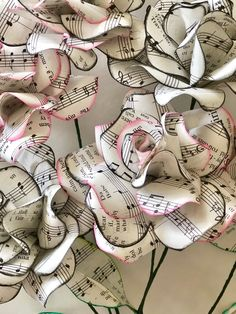 Sheet Music Roses, 12 paper roses, paper flower bouquet Paper Crafts - The Ultimate Craft Ideas Pape Paper Flowers Diy, Flower Crafts, Diy Paper, Fabric Flowers, Paper Art, Book Flowers, Ribbon Flower, Craft Flowers, Paper Book