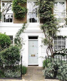 zsazsabellagio: Chelsea, London  (prettylittlelondon • INSTAGRAM)