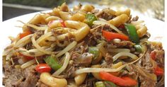 Y'a longtemps que je n'avais pas mangé un aussi bon macaroni chinois et je suis certaine qu'il plaira à toute la famille. J'ai pris la re... Asian Recipes, Beef Recipes, Low Carb Recipes, Chicken Recipes, Cooking Recipes, Ethnic Recipes, Chinese Recipes, Chop Suey, Salisbury Steak