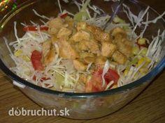 Kurací šalát -  Kuracie mäso pokrájame na kocky, osolíme a opražíme na panvici. Všetky ostatné suroviny pokrájame, osolíme, pokoreníme...