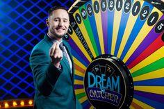 Lykkehjulet har omsider gjort sin flotte entré, så gjør deg klar til å spinne for en 100 kr bonus.https://www.norskcasino.bet/nyheter/spinn-hjulet-fa-en-100-kr-bonus-og-ga-for-storgevinstene #spillgratis #casinoautomaten #dreamcatcher #bonus #betsson