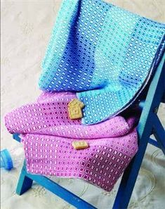 FREE Pattern to weave these gorgeous Bambu Baby Blankets using our Bambu 7 & 12 Mini Cones. Also available as a kit from Cotton Clouds. Weaving Textiles, Weaving Patterns, Loom Weaving, Hand Weaving, Weaving Art, Yarn Display, Cotton Clouds, Soft Baby Blankets, Baby Blocks
