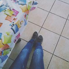 Pronta per un'altra lunga giornata di lavoro. Dal martedì al venerdì mi trovate in un negozio di maglieria e filati. Nel fine settimana qui al ristorante. Nel tempo libero vado a pulire una casa di tre piani e presto ne avrò una seconda. Poi per circa cinque ore a notte dormo. Forse.  #fwas #fwis #foot_love_club #selfeet #whereistand #fromwhereistand #feet #instafeet #kosedikatia #wheremyfeetare #wheremyfeetaretoday #ihavethisthingwithfloors  #tileaddiction #fromwhereonestand #lookdown…