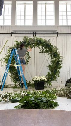 Wedding Backdrop Design, Diy Wedding Decorations, Reception Decorations, Wedding Flower Backdrop, White Wedding Arch, Wedding Reception, Wedding Arches, Ceremony Backdrop, Event Decor