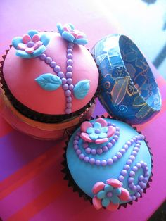 Dotted Flowers Cupcakes