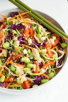 Raw Pad Thai Salad: Veggie noodles are all the rage for good reason! They can cut major carbs from just about any recipe. This raw rainbow pad thai subs in Summer zucchini noodles for extra flavor and crunch. Raw Food Recipes, Vegetarian Recipes, Cooking Recipes, Healthy Recipes, Vegan Vegetarian, Dinner Recipes, Dinner Dishes, Drink Recipes, Easy Recipes