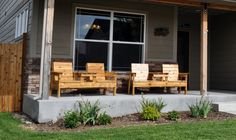 Pallet Double Chair Bench with Table  http://www.diypete.com/how-to-build-a-double-chair-bench-with-table-free-plans/
