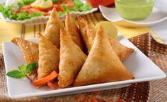 Hoje, preparamos umas chamuças vegetarianas? #Chamuças_Vegetarianas #receitas #pratosvegetarianos #chamuças #legumes #caril