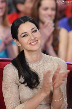 Monica Bellucci enchantée à l'enregistrement de l'émission Vivement Dimanche au Studio Gabriel,... - Photos