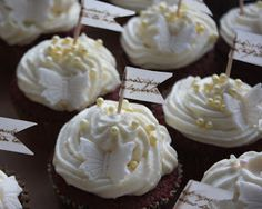 Smuleblogg: Easy cupcake toppers - just use a tooth pick and some washi tape.