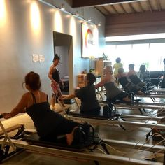 @luisavitor teaching the 9am Intermediate / Advanced group today. They're finishing up the workout with the multidirectional spine & hip move - Mermaid. . . . #Stott #pilates #Reformer #v2max #formfirst #notmegaformer #spinaltwist #lateral #trunk #mobility #culvercity #wellness #fitness #alignment #corestrength