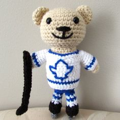 Crochet this amigurumi hockey bear with this free pattern. Perfect for a hockey fan!