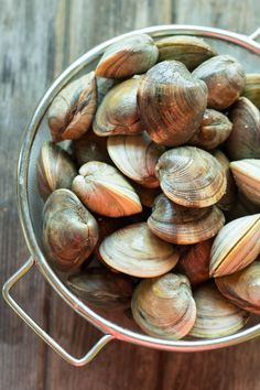 This easy recipe for Clams with Tomatoes, Basil + Blue Cheese makes a wonderful appetizer, but can double as an entree served with crusty bread and a salad. Clams Seafood, Seafood Pasta, Seafood Recipes, Awesome Food, Good Food, Seafood Buffet, Little Neck Clams, Oyster Recipes, Calamari