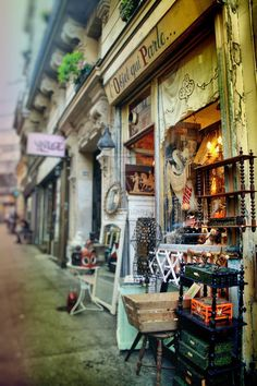 Antique Shop, Montmarte, Paris. DOF shot