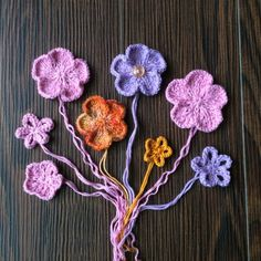 FREE - The flower is work seamlessly in the round.You can use double pointed needles or circular needle long enough to do magic loop. Knitted Flowers Free, Knitted Flower Pattern, Flower Patterns, Crochet Patterns, Arm Knitting, Kids Knitting, Universal Yarn, Christmas Knitting Patterns, Plymouth Yarn