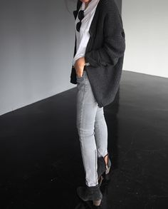 Cozy gray sweater, perfect skinny jeans, and boots!