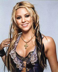 ❤️Ouça agora novo single de Listen now Me Enamoré, new single of Shakira! / Escucha ahora Me Enamoré, nuevo sencillo de Shakira! 🎶Link in Bio Shakira Style, Shakira Hair, Gorgeous Eyes, Gorgeous Women, Female Guitarist, Female Stars, Hair Trends, Hairstyle, Celebs