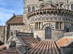 * Basílica de Notre-Dame du Port *  Clermont-Ferrand, França.