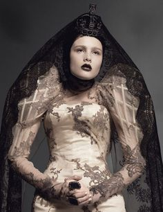 'Amazing Grace' - Model Sheila Baum in Alexander McQueen Spring Summer 2007 photographed by Nico Bustos Cl Fashion, Dark Fashion, Couture Fashion, Editorial Fashion, Fashion Design, Artist Fashion, Fringe Fashion, Couture Mode, Style Couture