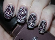 loving snakeskin on the nails...without using actual snakeskin!