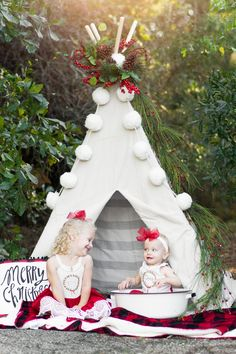 Christmas Pictures Outfits, Family Christmas Pictures, Family Christmas Cards, Christmas Minis, Christmas Settings, Christmas Photo Booth, Christmas Backdrops, Photography Studios, Photography Marketing