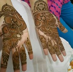 Tag the artist plz Pakistani Henna Designs, Rose Mehndi Designs, Finger Henna Designs, Mehndi Designs For Girls, Wedding Mehndi Designs, Mehndi Designs For Fingers, Mehndi Design Pictures, Beautiful Henna Designs, Beautiful Mehndi