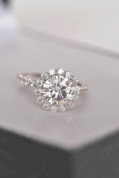 The Best Breathtaking Vintage Engagement Rings Collections (06) #stunningrings