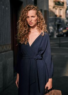 Curly Hair Tips, Curly Hair Styles, Pretty Outfits, Chic Outfits, Highlights Curly Hair, Grace Kelly Style, Fall Capsule Wardrobe, Midi Dress With Sleeves, Character Outfits