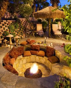 DIY fire pit designs ideas - Do you want to know how to build a DIY outdoor fire pit plans to warm your autumn and make s'mores? Find inspiring design ideas in this article. Backyard Seating, Backyard Patio Designs, Backyard Landscaping, Backyard Ideas, Firepit Ideas, Landscaping Ideas, Outdoor Seating, Garden Seating, Outdoor Pool