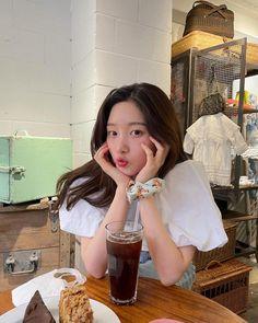 Korean Hair Color, Korean Outfit Street Styles, Jung Chaeyeon, Arin Oh My Girl, Girl Korea, Pretty Korean Girls, Uzzlang Girl, Instagram Pose, Instagram Feed