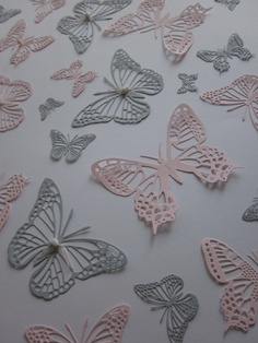 3D gedetaileerde papieren muur vlinders in roze en grijs --- Leuk als babykamer decoratie, origineel kraamcadeau of stoer op een tienerkamer. €23,50, via Etsy.