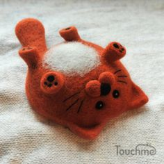 needle felted cat waiting for a belly scratch Needle Felted Cat, Needle Felted Animals, Felt Animals, Needle Felting Tutorials, Felt Cat, Cat Crafts, Wet Felting, Felt Toys, Handmade Toys